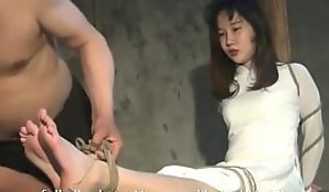 nữ sinh áo dài trắng bị trói (full clip: porno megaurl.in/CvYYe43k)