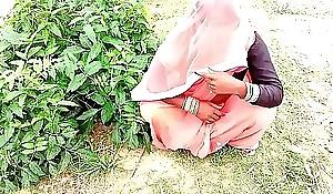 धान लगने गई खेत और सासुर जी ने जबरदस्ती चोद दिया