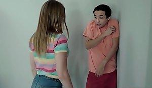 Hermosa quiere violar a su hermano