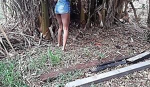 Subrinha enforca aula peguei carona com meu vizinho de moto fui pro canavial mamãe não pode saber pois vai me matar sou menina ainda Instagram @aliicenegrinha