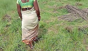 छोटी मोसी को खेत पे बुला के चोद लिया हिंदी में अश्लील